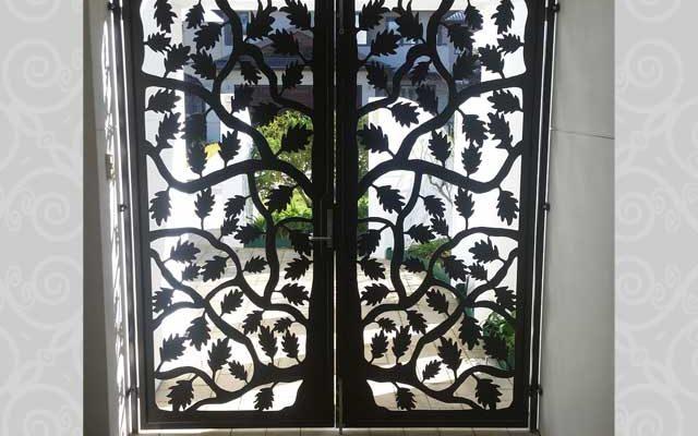 Portico Maple Leaf Gate