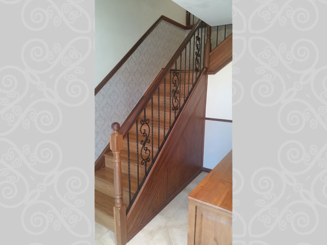 Scroll Feature With Wood Top Rail