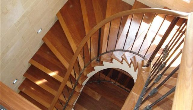 Spiral Balustrade With Wood Top Rail