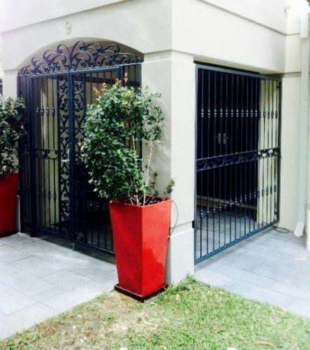 feature-panel-portico-gate