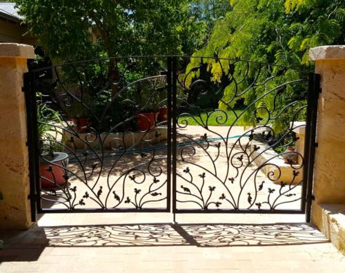 floral-and-leaf-double-driveway-gate